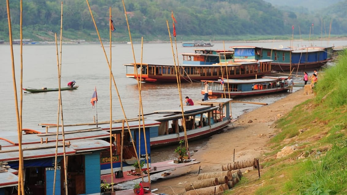 Med slowboat i Laos